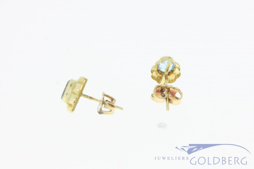 Vintage 14 carat gold earstuds with aquamarine colored synthetic spinel