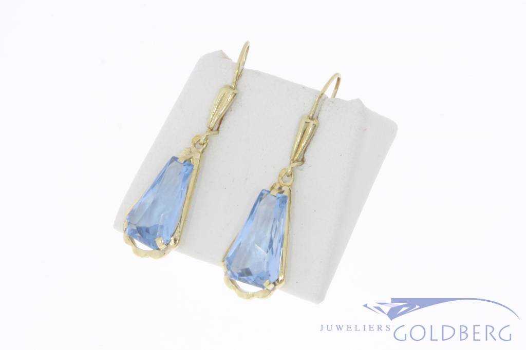 Vintage 14 carat gold earrings with aquamarine colored synthetic spinel