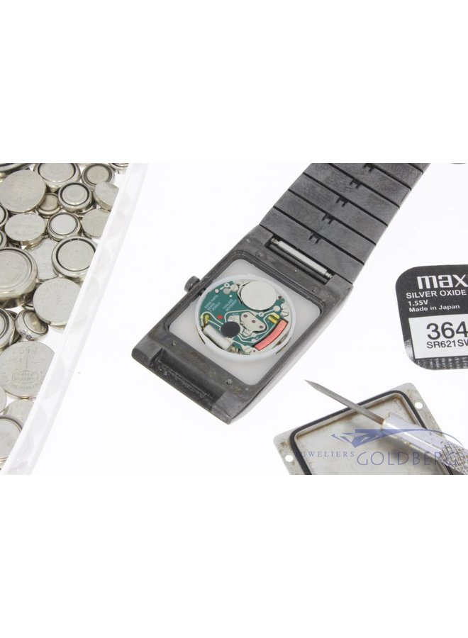Replacing watch battery