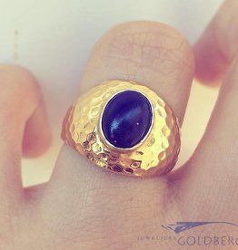 Robust vintage 18 carat gold ring with Lapis Lazuli