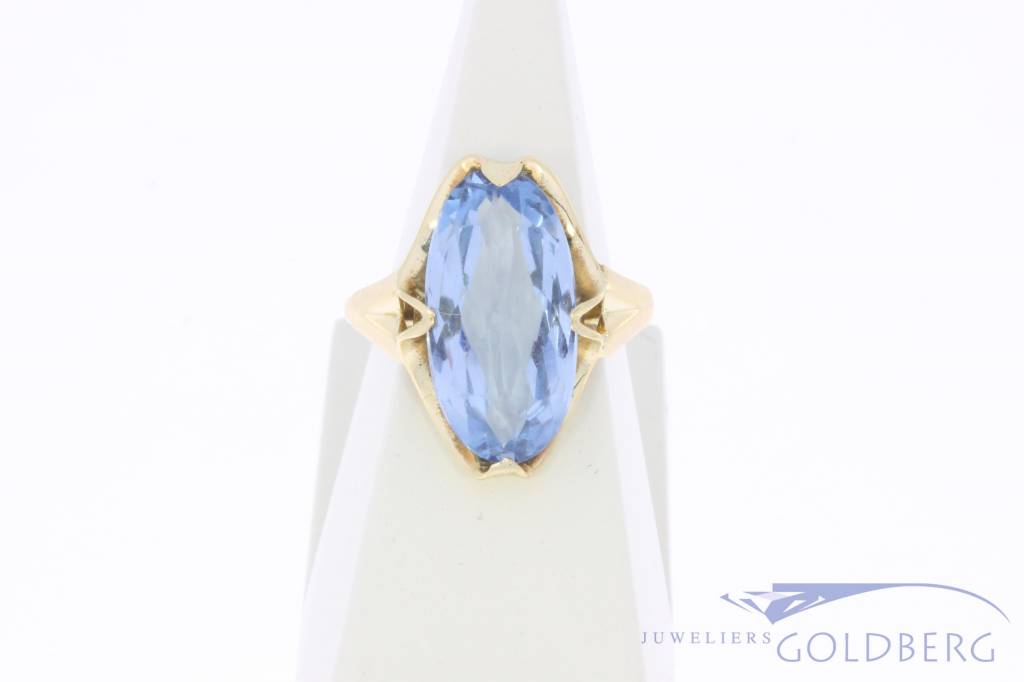 Vintage 14 carat gold ring with large aquamarine colored synthetic spinel
