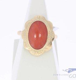 Vintage 14k gouden bloemvormige ring met bloedkoraal