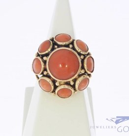 Vintage 14 carat gold ring with round red corals