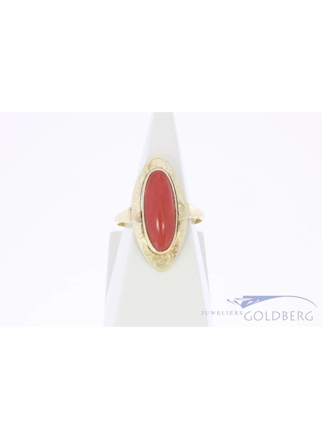 Vintage 14 carat gold ring with large oval red coral