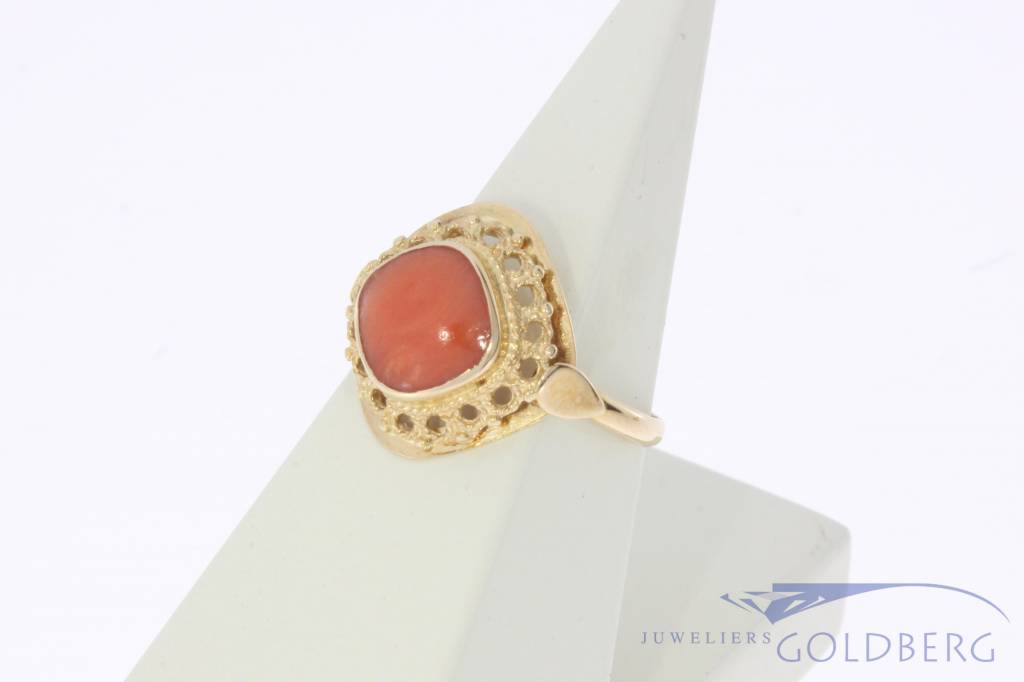 Vintage 14 carat gold ring with red coral