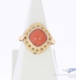 Vintage 14k gouden ruitvormige ring met bloedkoraal