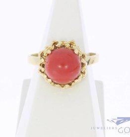 Vintage 14k gouden bewerkte ring  met bolle bloedkoraal