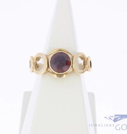 Vintage 14 carat gold ring with faceted garnet