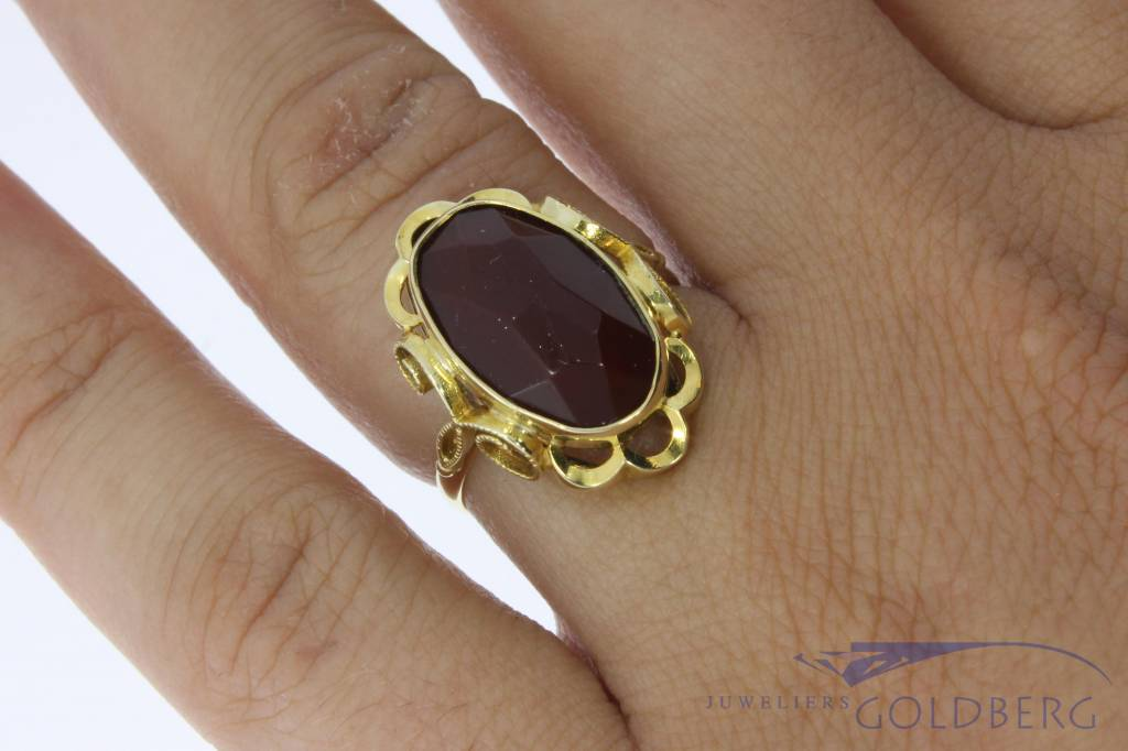 Vintage 14 carat gold ring with faceted carnelian