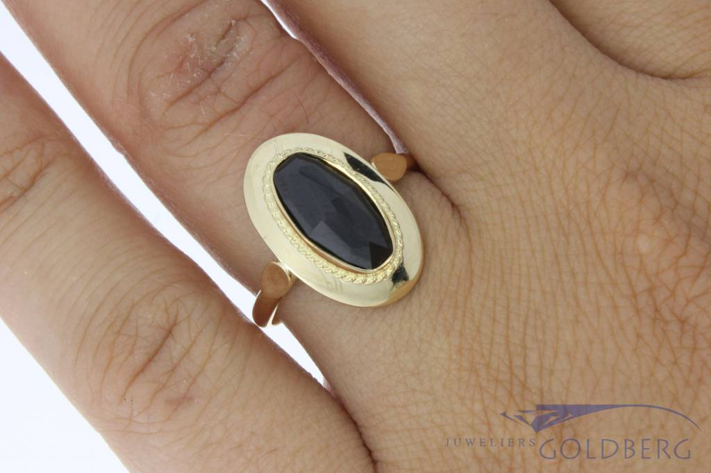 Vintage 14 carat gold ring with garnet