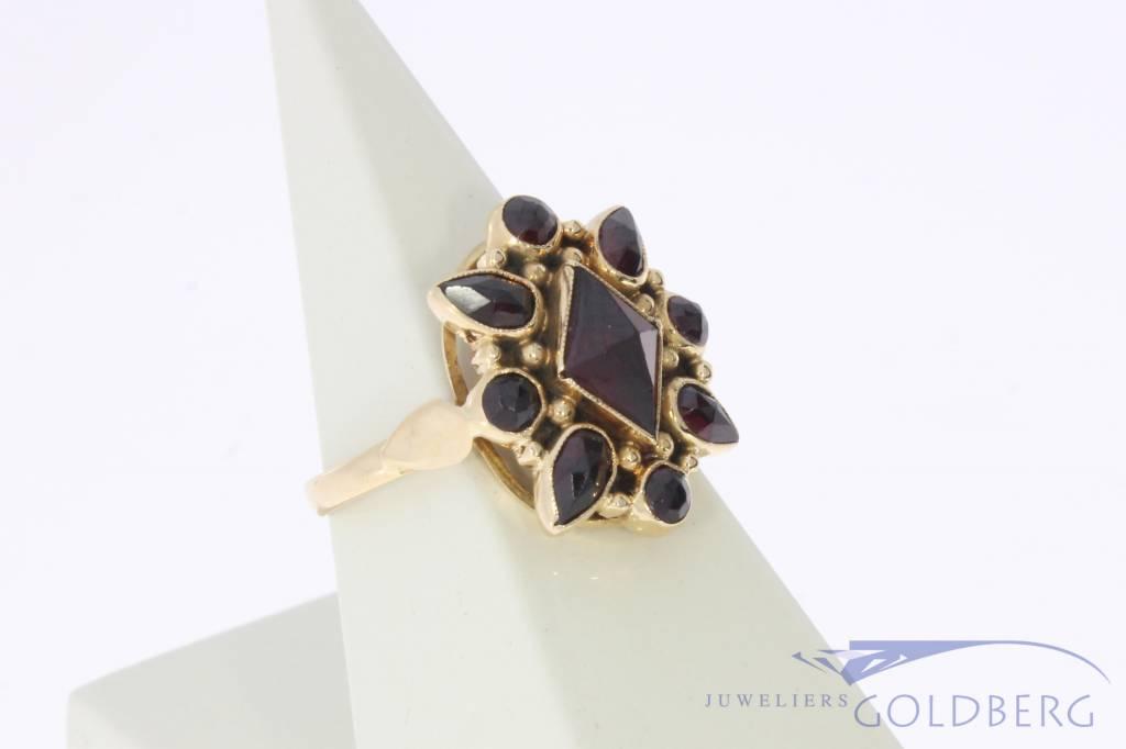 Vintage 14 carat gold ring with garnets