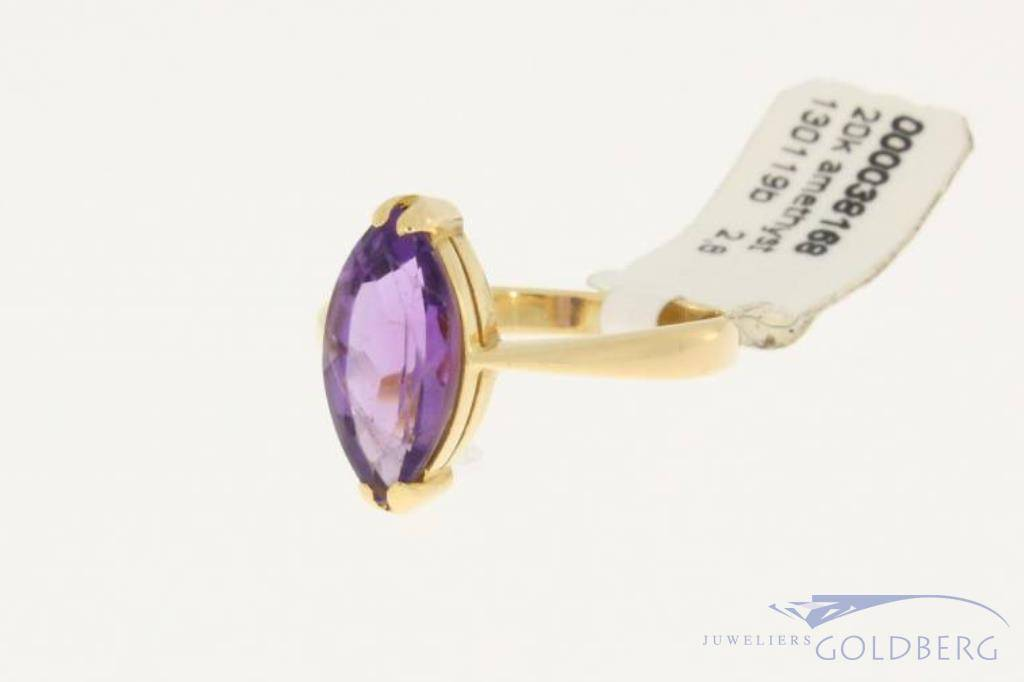 Vintage 18 carat gold ring with marquise cut amethyst