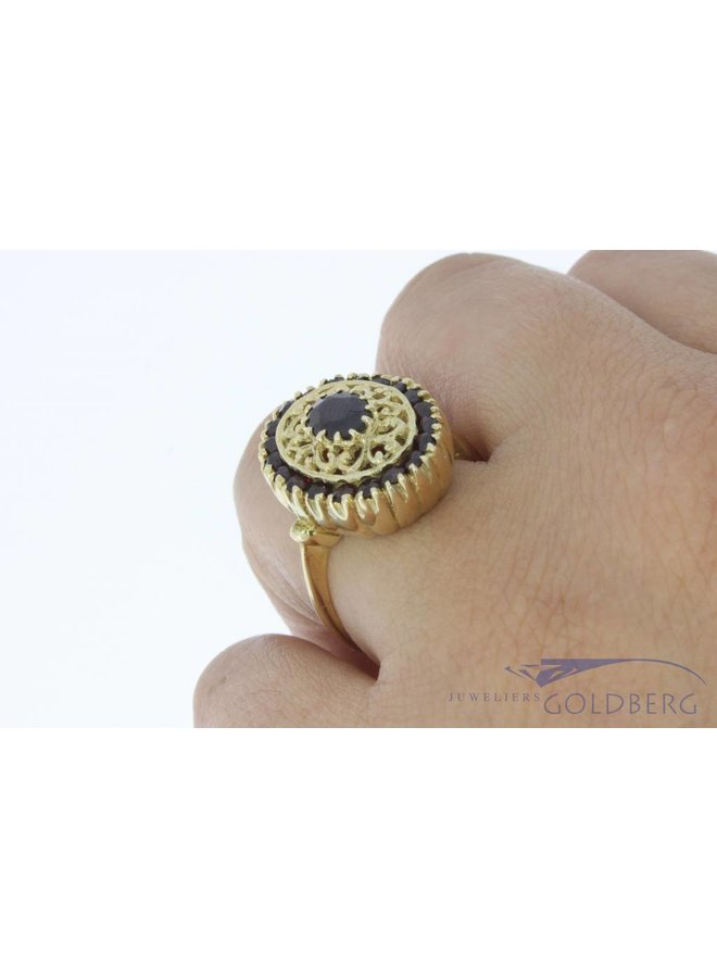 Vintage 14 carat gold ring with garnets