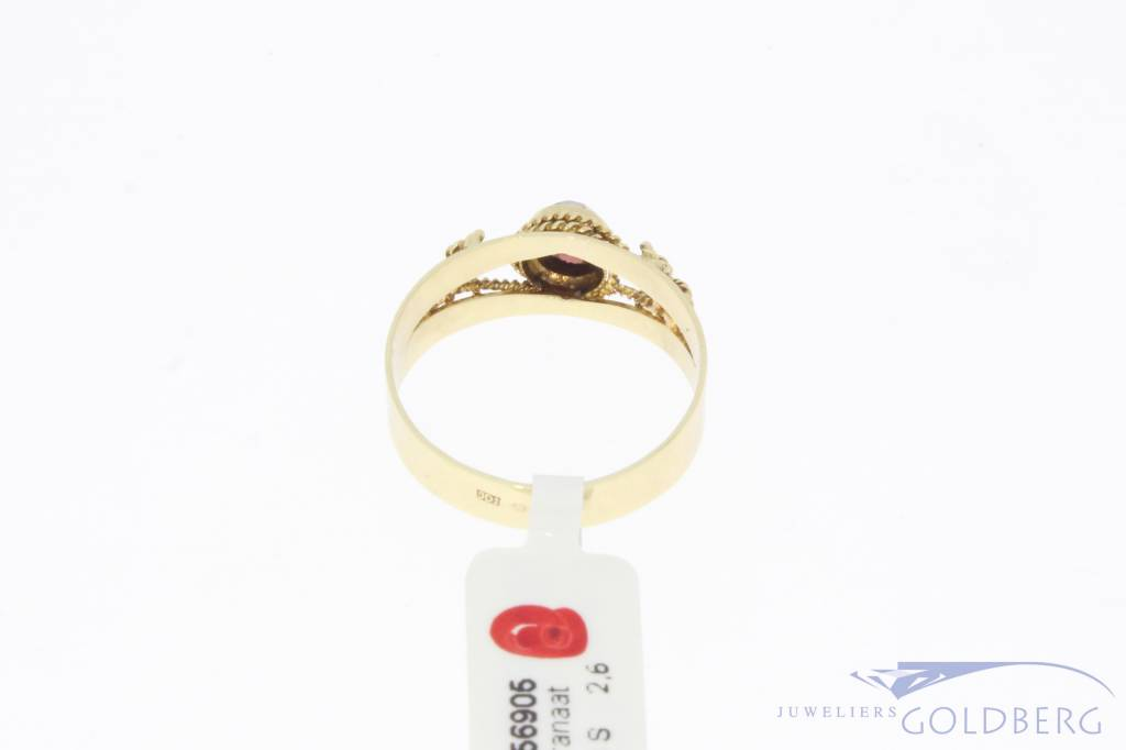 Vintage 14 carat gold carved ring with garnet