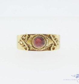 Vintage 14k gouden bewerkte ring met granaat