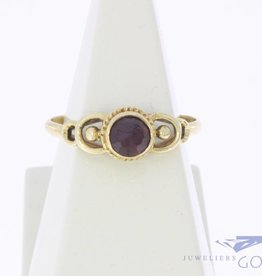 Fine vintage 14 carat gold ring with garnet