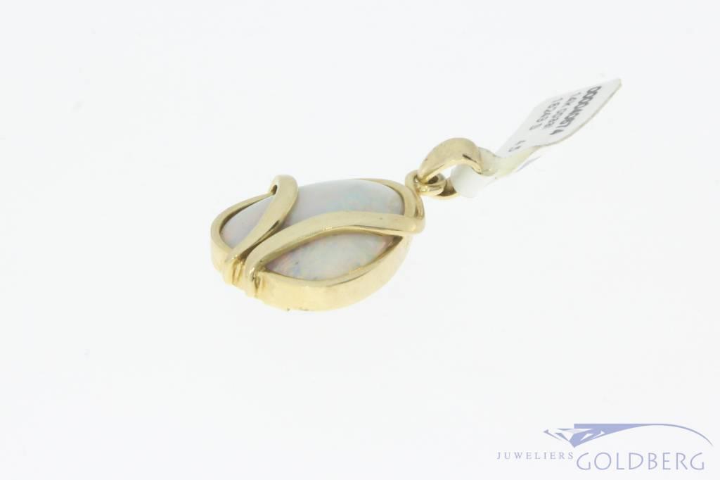 Vintage 14 carat gold pendant with opal