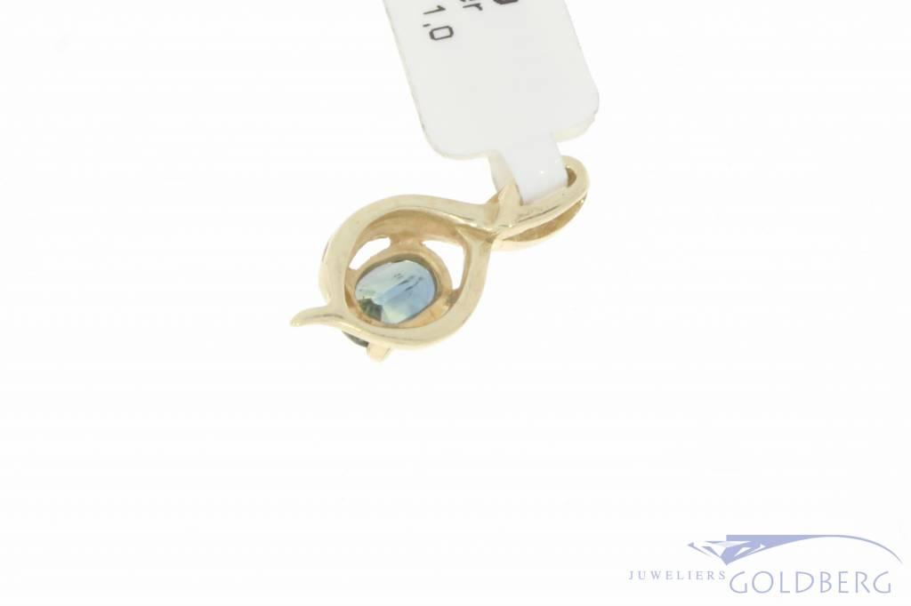 Vintage 14 carat gold pendant with blue sapphire