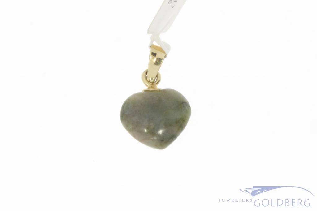 Vintage 14 carat gold pendant with moss agate