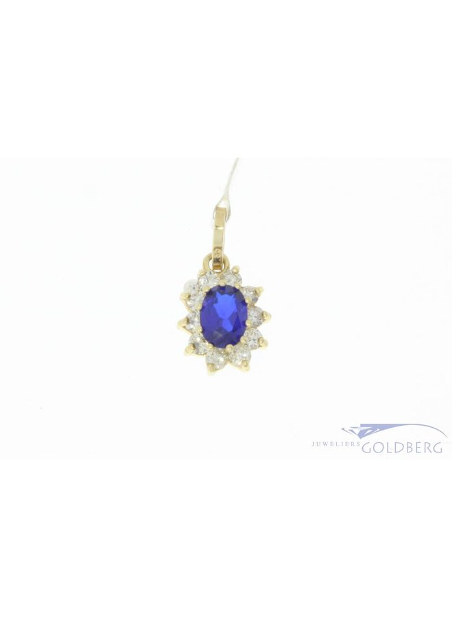 Vintage 14 carat gold pendant with blue spinel and approx. 0.30ct brilliant cut diamond