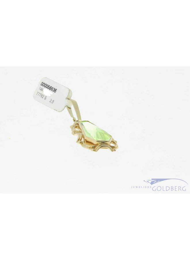 Vintage 14 carat gold pendant with facet cut Prasiolite