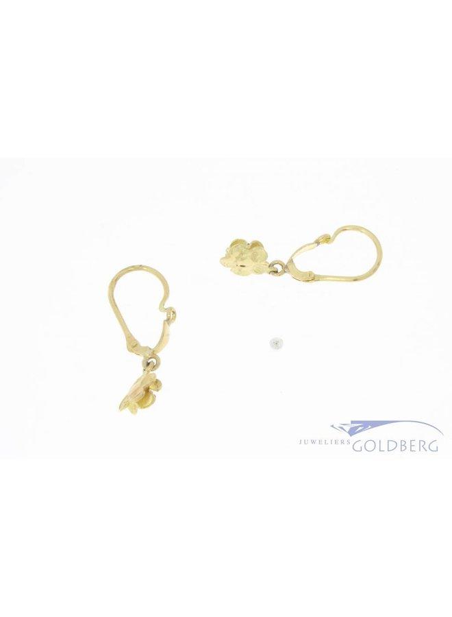 Vintage 18k gouden bloemvormige oorhangers met robijn
