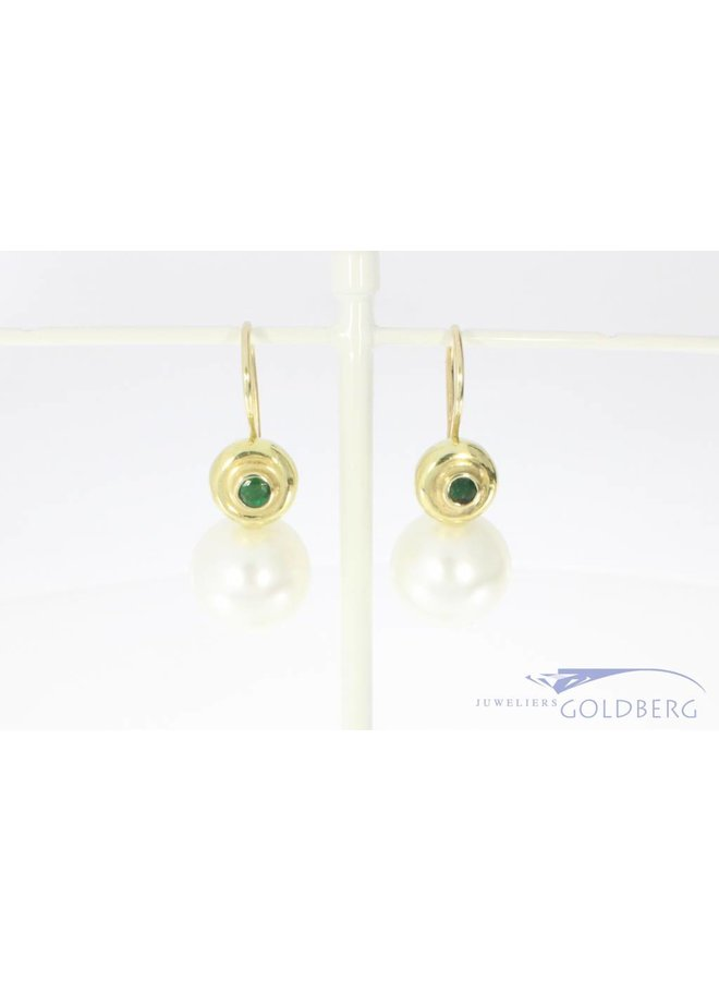 Vintage 14 carat gold earrings with emerald and big pearl