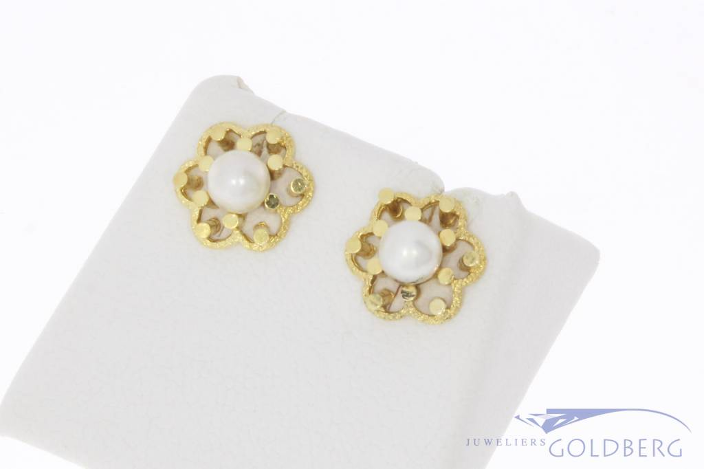 Vintage 14 carat gold flower shaped earstuds with pearl