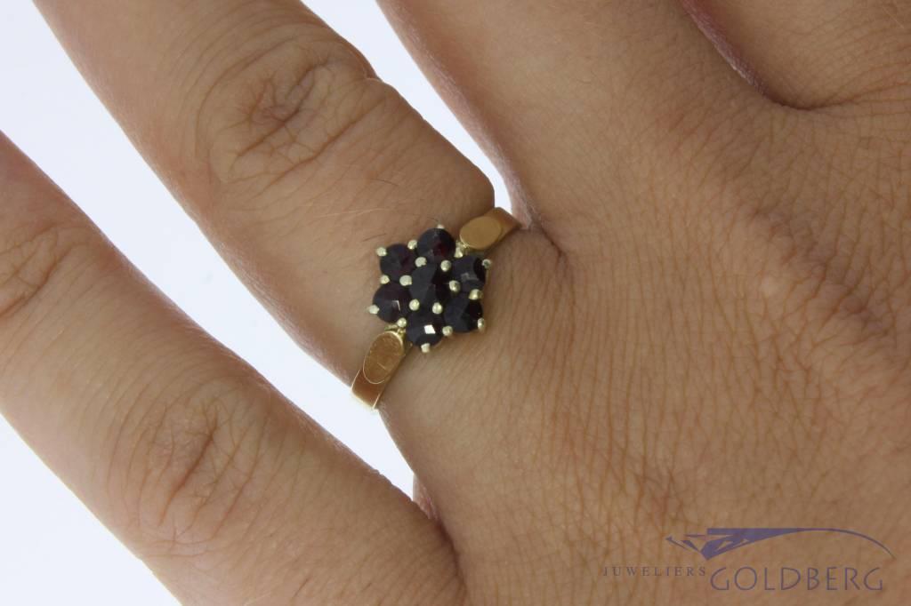 Vintage 14 carat gold flower shaped ring with garnets