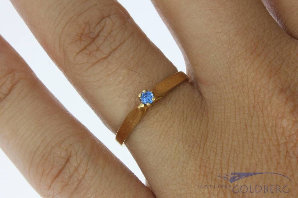 Vintage 14 carat gold ring with blue zirconia