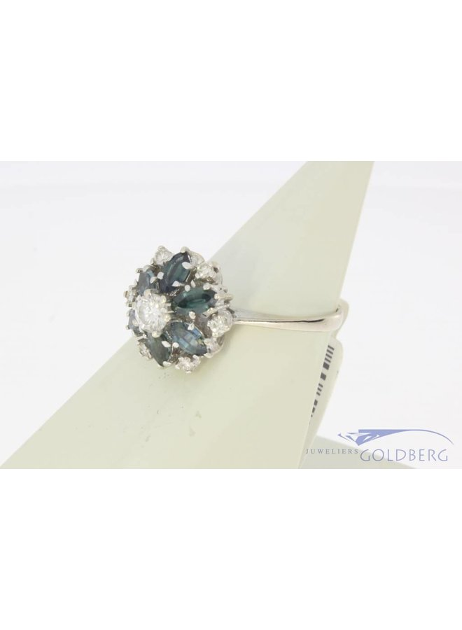 14 carat white rosette ring with blue sapphire and approx. 0.39ct brilliant cut diamond
