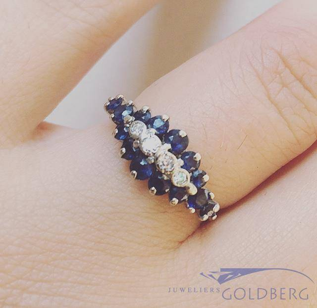 Vintage 18 carat white gold ring with blue sapphire and approx. 0.05ct diamond