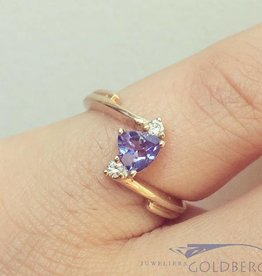 Vintage 14 carat gold ring with tanzanite and ca.0.08ct brilliant cut diamond