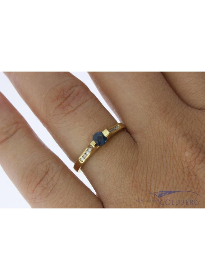 Vintage 18 carat gold ring with blue sapphire and approx. 0.14ct brilliant cut diamond