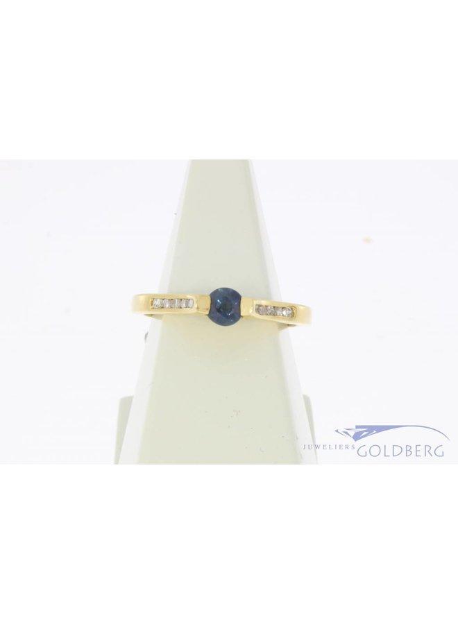 Vintage 18k gouden ring met blauwe saffier en ca. 0.14ct briljant geslepen diamant