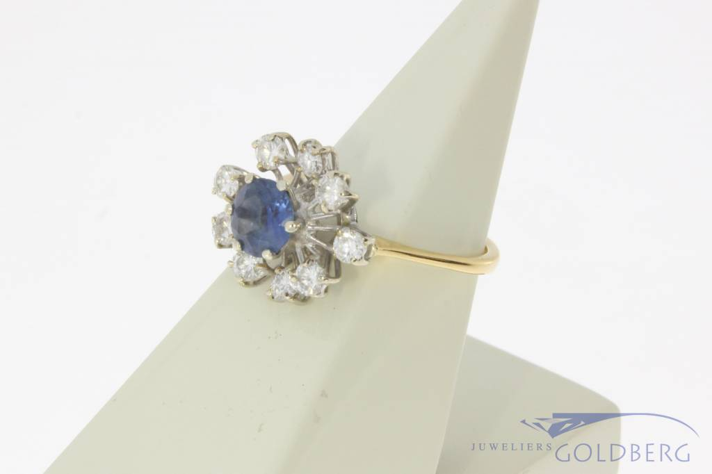 18 carat bicolor gold rosette ring with blue sapphire and approx. 0.63ct brilliant cut diamond