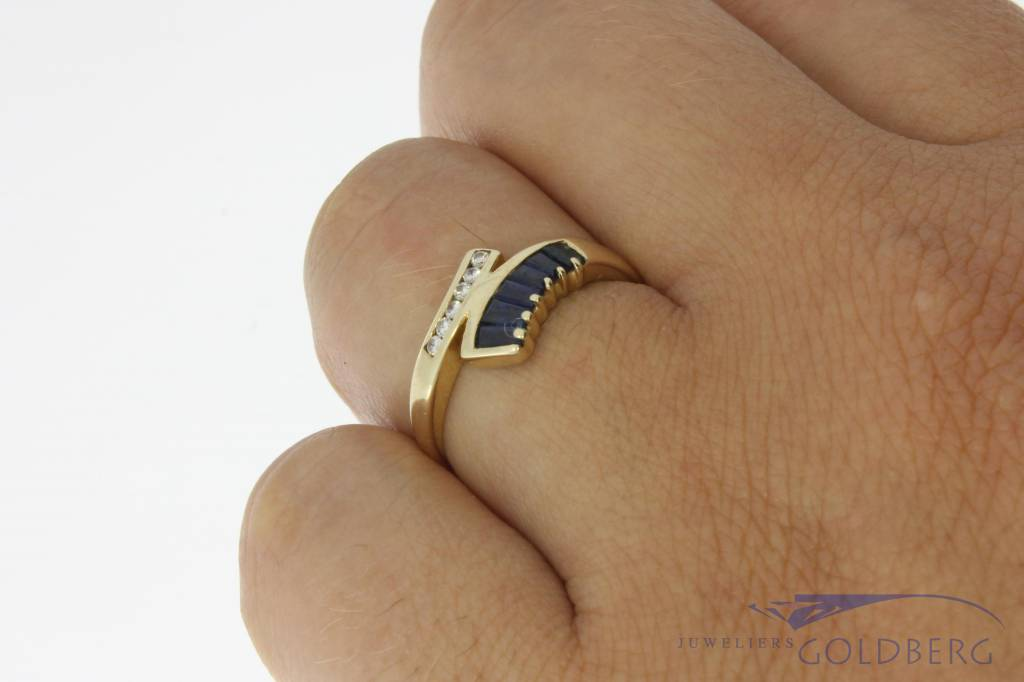 Vintage 14 carat gold ring with blue sapphire and approx. 0.05ct brilliant cut diamond