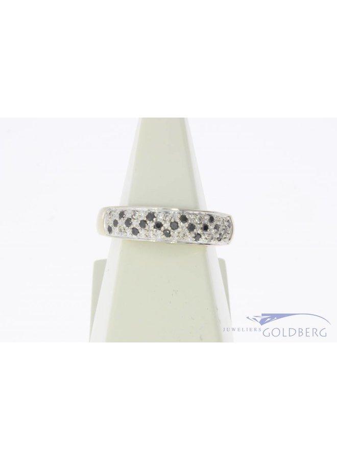 Robuuste vintage 14k witgouden alliance ring met blauwe saffier en ca. 0.10ct briljant