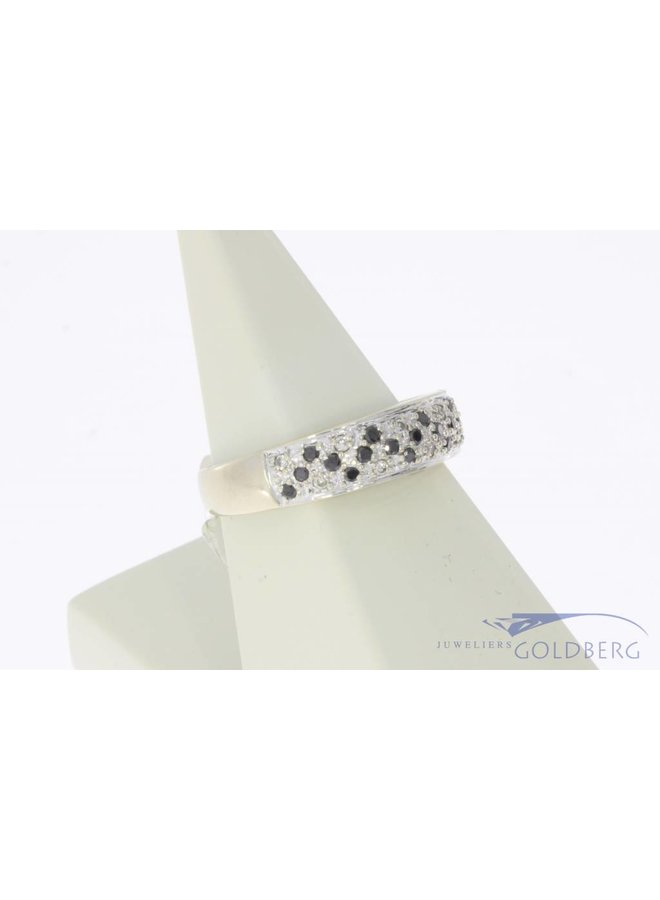 Robust vintage 14 carat white gold alliance ring with blue sapphire and approx. 0.10ct brilliant cut diamond