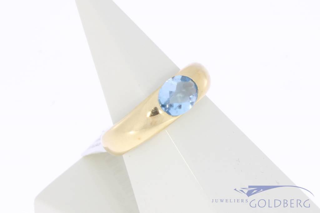 Strakke vintage 18k gouden ring met fluoriet