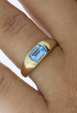 Vintage 14 carat gold ring with aquamarine colored synthetic spinel
