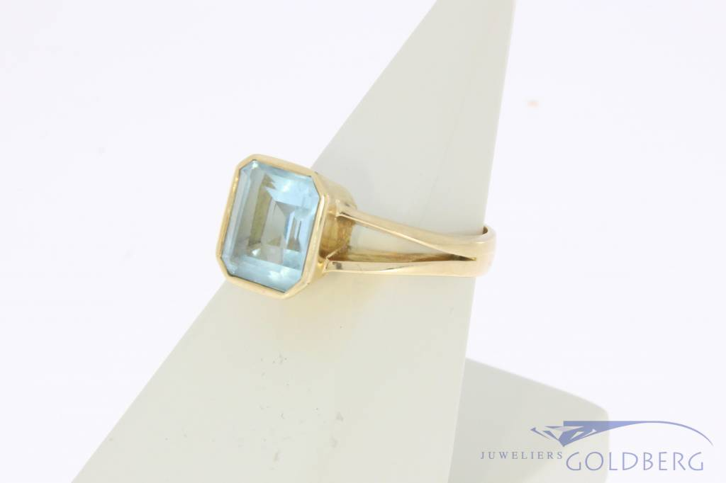 Vintage 18 carat gold ring with fluorite
