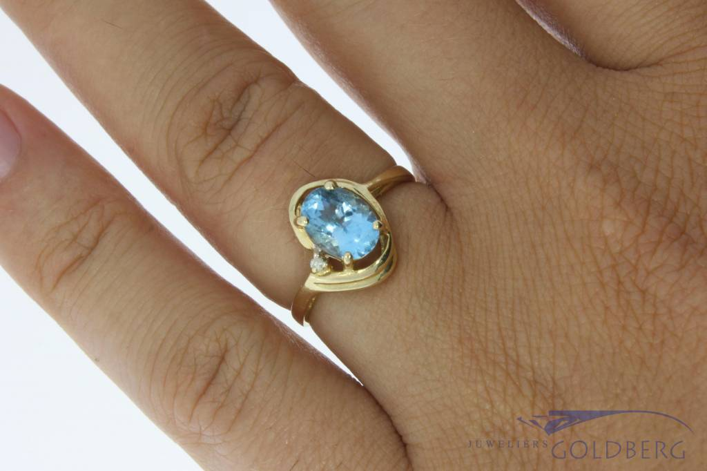 Vintage 14 carat gold ring with aquamarine colored synthetic spinel and approx. 0.01ct brilliant cut diamond