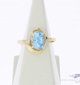 Vintage 14k gouden ring met aquamarijn kleurige synthetische spinel en ca. 0.01ct briljant geslepen diamant