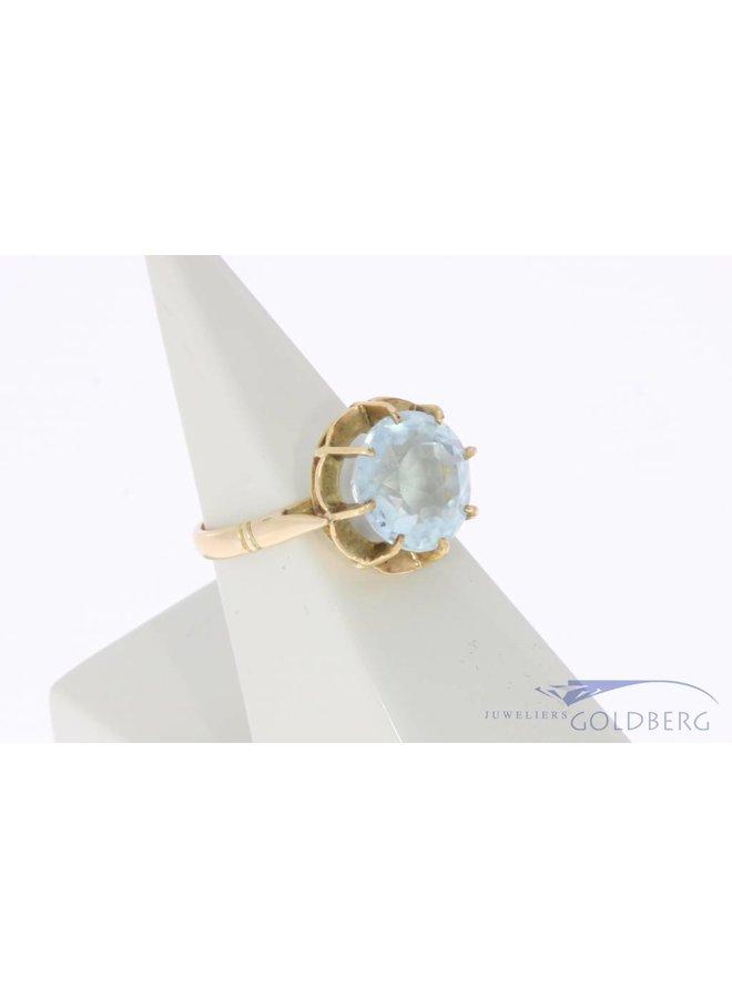 Vintage 18 carat gold ring with facet cut topaz