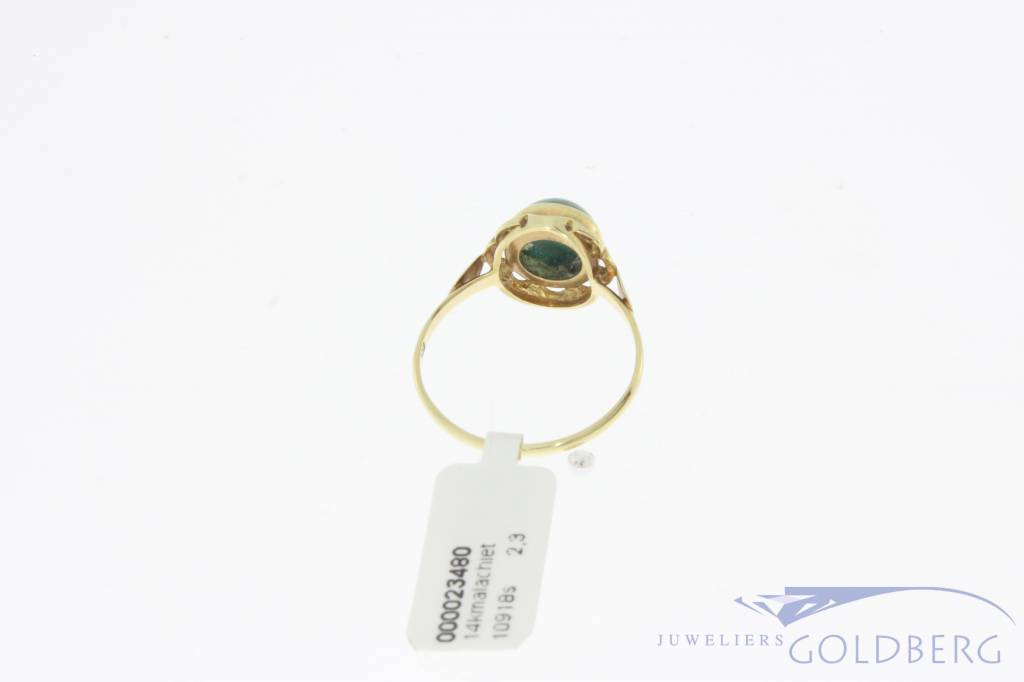 Vintage 14 carat gold ring with malachite