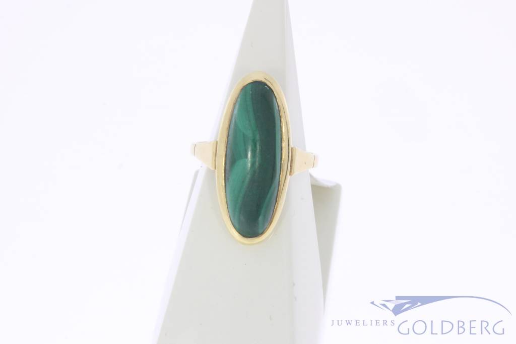 Vintage 14 carat gold ring with large malachite