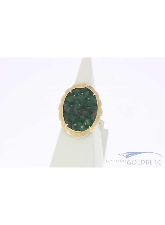 Vintage 14 carat gold ring with carved jade