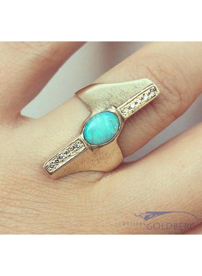 Robuuste vintage 14k gouden ring met opaal en diamant