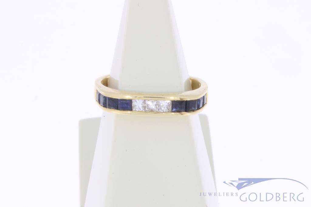 Vintage 18 carat gold alliance ring with blue sapphire and approx. 0.15ct princess cut diamond
